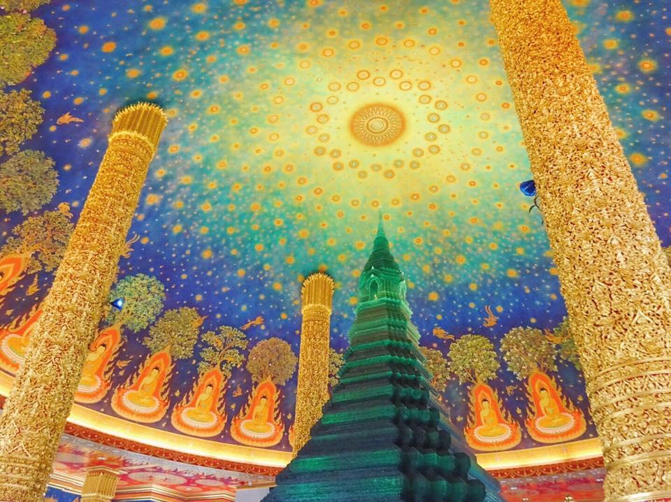 話題の美しすぎる寺院「ワットパクナム」へ