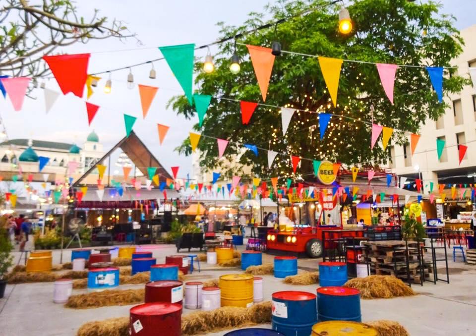 チェンマイ・ナイトバザール近く!CHILLな音楽が流れる「Ploen Ruedee Night Market」