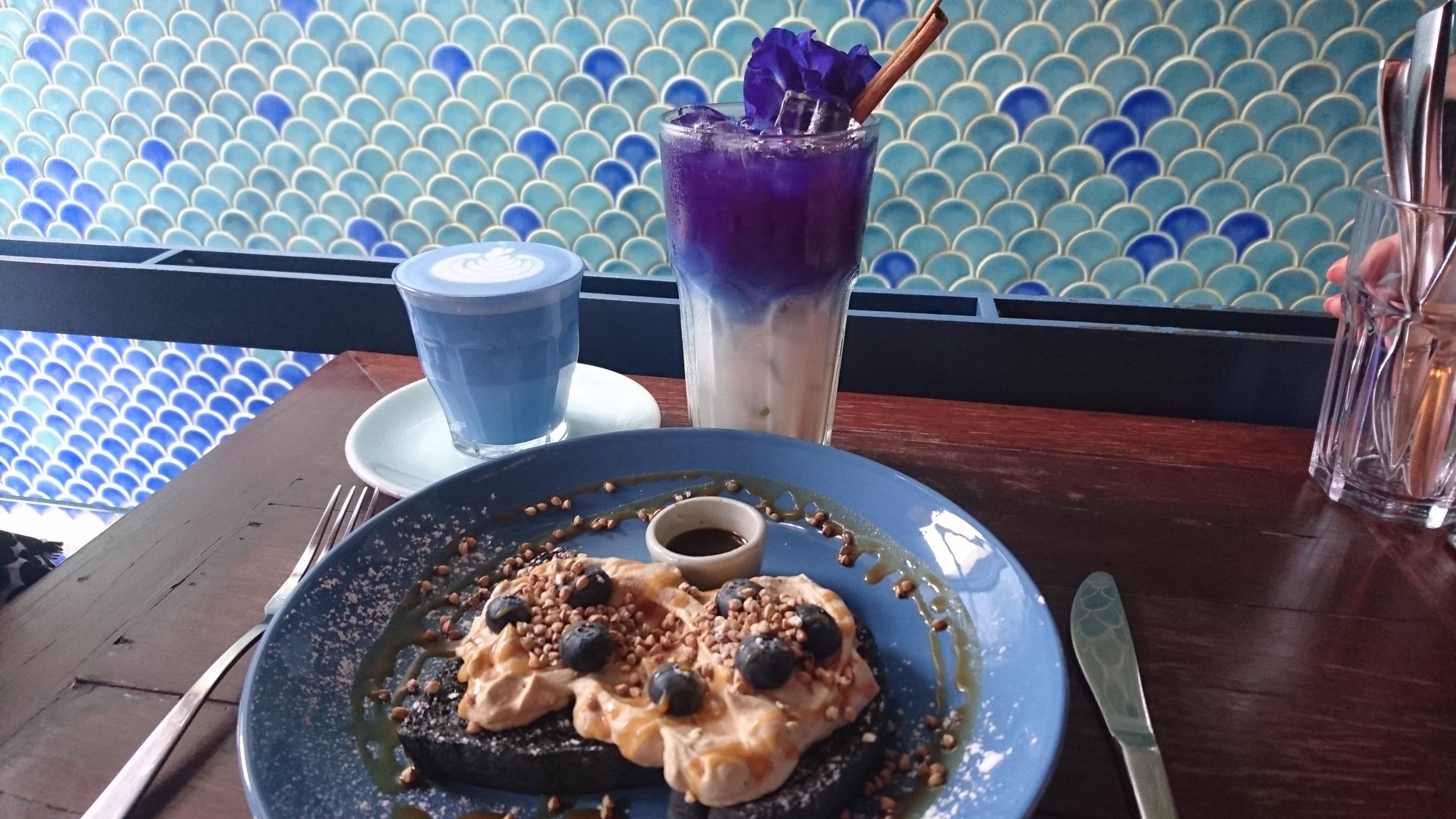 Blue Whale Cafe(ブルーホエールカフェ)