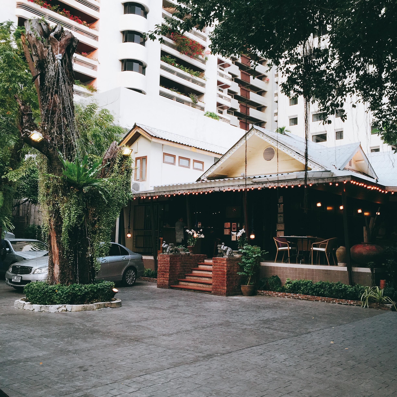 アソークの一軒家レストランで伝統的タイ料理を味わう『THE LOCAL』