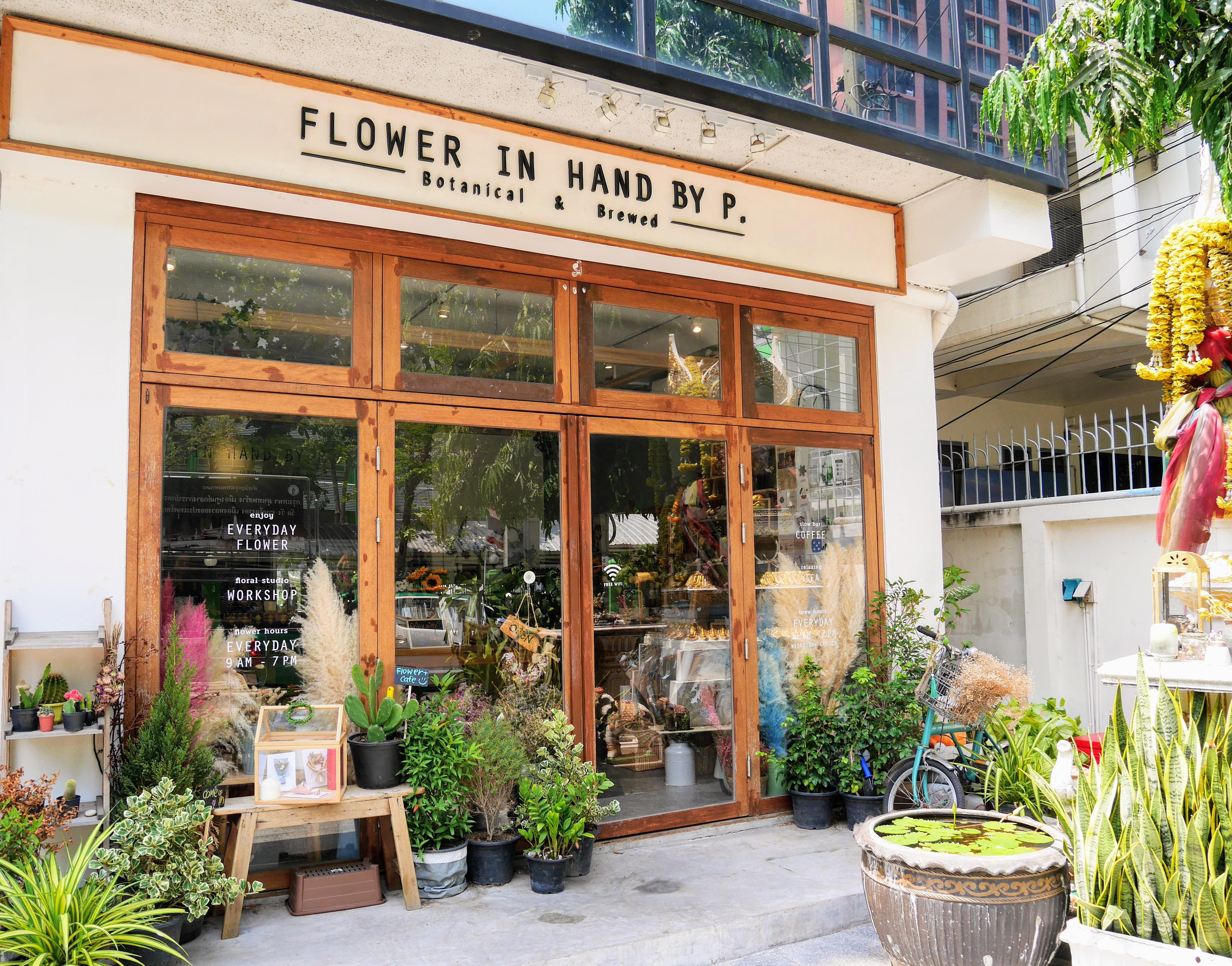 花に癒されるフォトジェニックなカフェ。Flower in Hand By P.