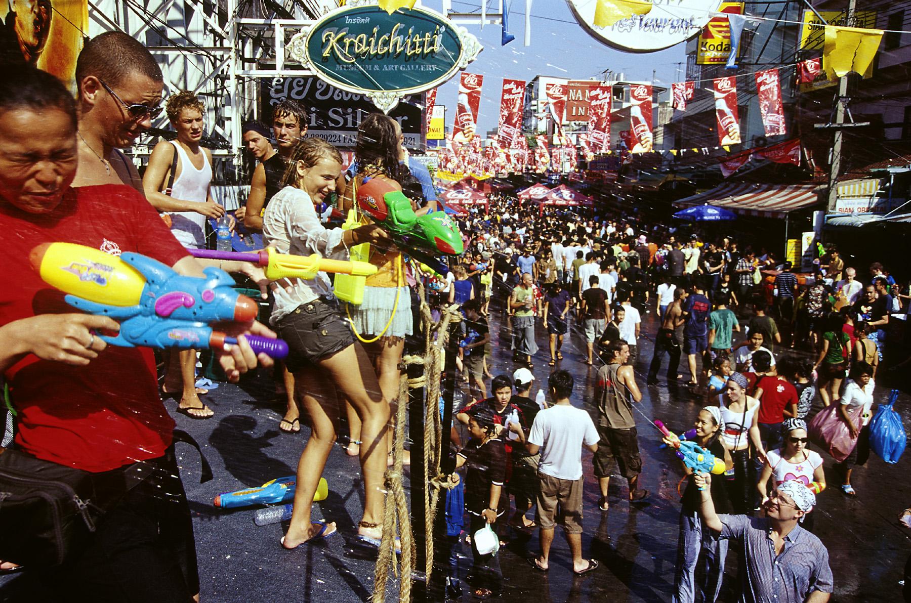 4/13-15はタイの水かけ祭り「ソンクラーン」に行こう!踊れる大型フェスもご紹介