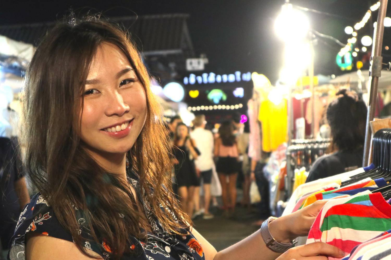 【タイ滞在1日目⑤】ホットなナイトバサール「タラートロトファイ」
