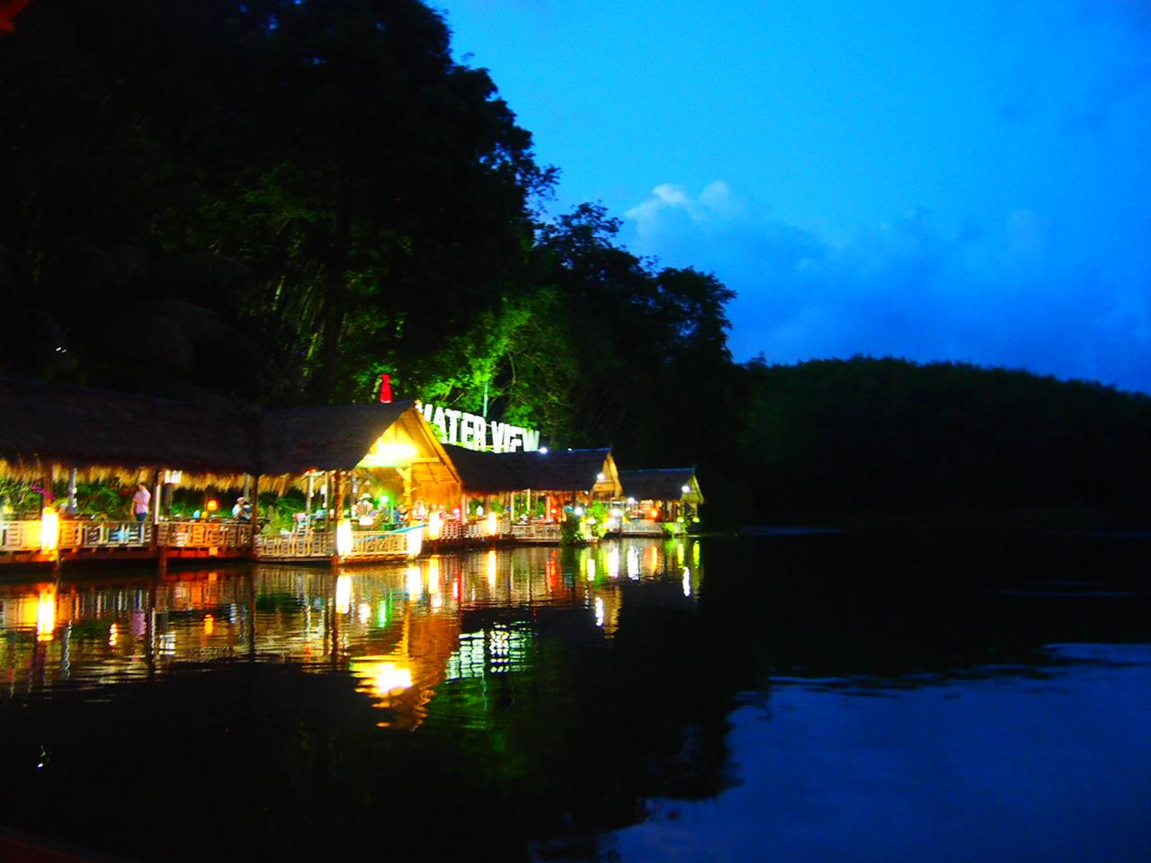 タイの国境の街・DANNOKの郊外 湖のほとりのレストラン