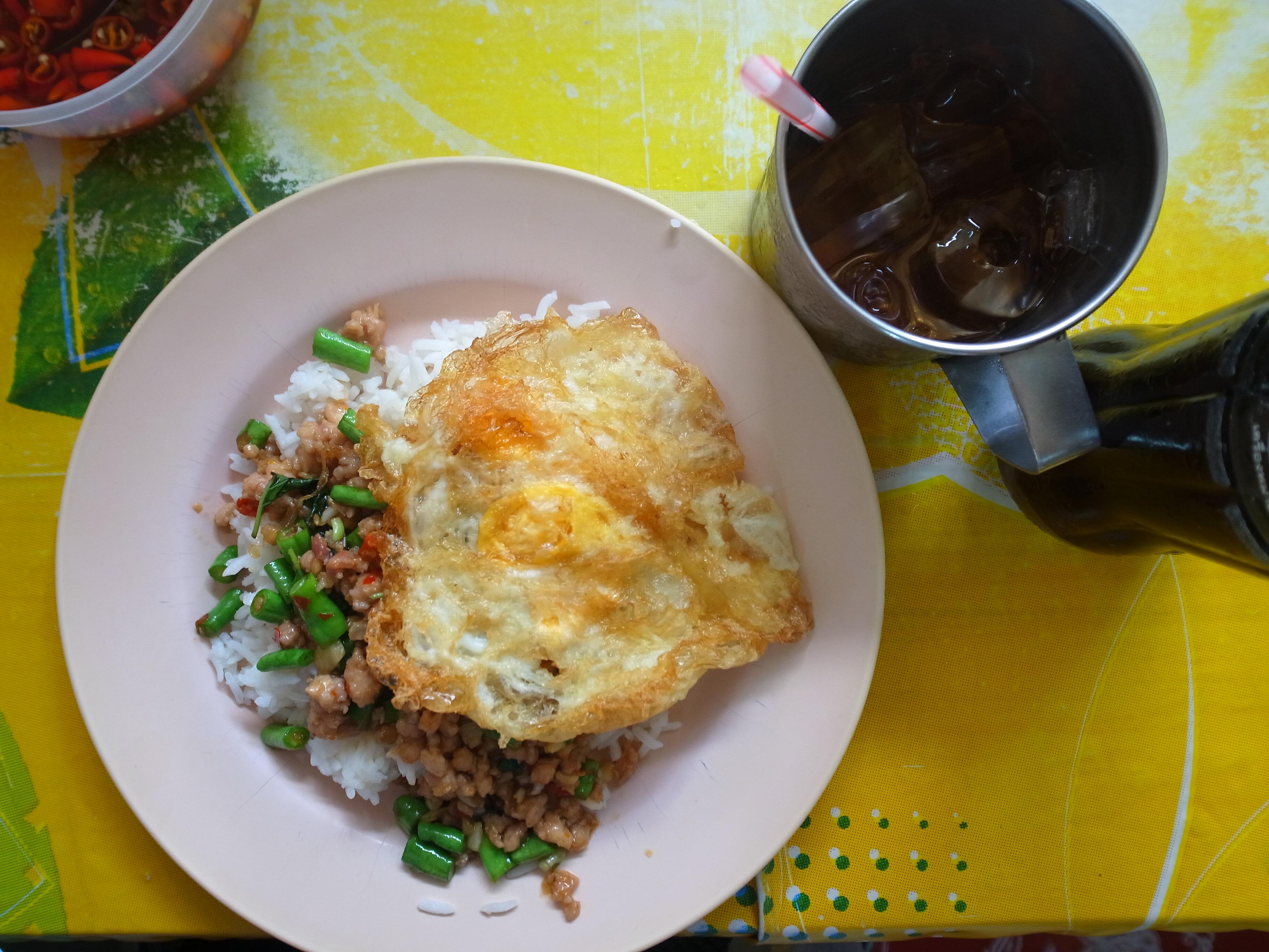 バンコクで訪れたい!ローカル感が魅力のタイ料理食堂3選
