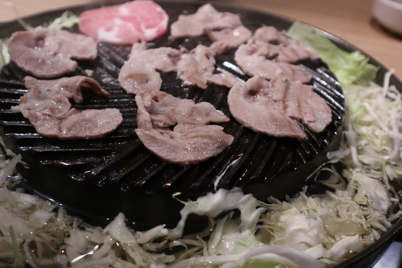 【タイ滞在1日目④】ファミリー層にも人気!柔らか豚肉の「ムーカタ」