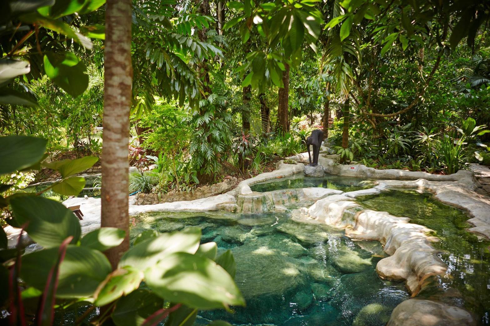 クラビの熱帯ジャングルで天然温泉♪「Wareerak Hot Spring Retreat」